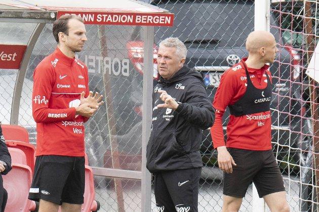Lars Krogh Gerson (t.v.) er ute i tre måneder. Det var ikke det Brann-trener Kåre Ingebrigtsen ønsket da midtstopperen ble hentet på overgangsvinduets siste dag.