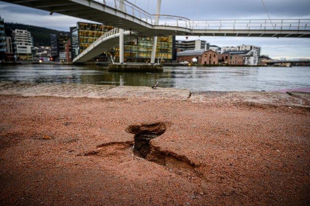 Slik så det ut mandag morgen langs Drammenselva.