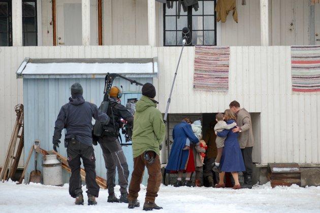 INNE PÅ SETTET: En scene inne på settet i Øvre Storgate onsdag.