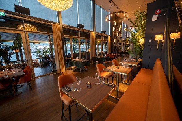 MER GRØNT: Alle stoler, bord og sofaer er nye – samt bestikk, glass og tallerkener. - Det er full make over, sier medeier Harald Berger. Veggene har stort sett samme farge som før, men grønnfargen i dem kommer fram mer mot alle plantene.