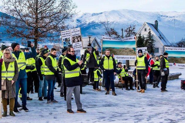 KREV FORSIKRINGAR: Motstandarar av vindkraft på Bremangerlandet vil ha svart på kvitt at SFE skal byggjast og drivast i SFE-regi, og ikkje seljast ut.
