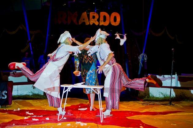 På plass igjen: Sirkus Arnardo, bilde fra forestillingen i Saltnes for to år siden. Foto: Johnny Leo Johansen