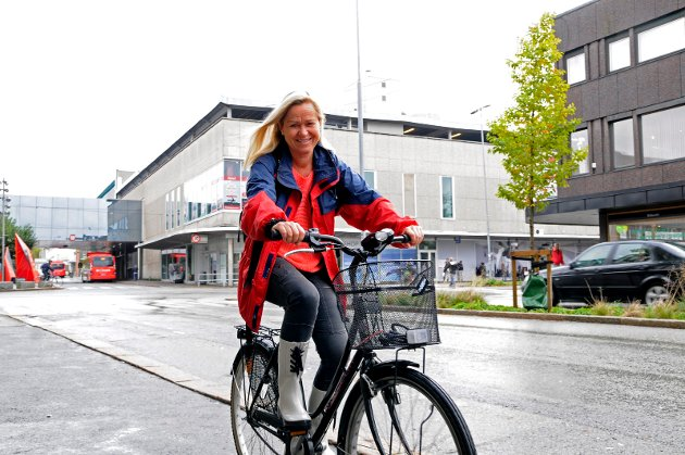 Rollemodell: Lene Thyness bruker sykkel både til trening og transport. Hun fortalte høsten 2014 at mener syklistene har kommet for å bli og at det gjelder å tilpasse seg hverandre. Arkivfoto: André Lia