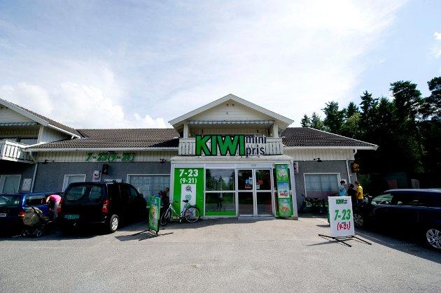 Kiwi-butikken i Saltnes blir erstattet av en ny, men det gjør ikke Post i butikk, klager Arne Nyhaug.