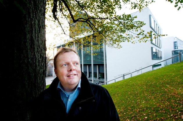 Thomas Jahreie er redd for at offentlig høring utilsiktet kan bidra til å svekke varslerens rettssikkerhet.