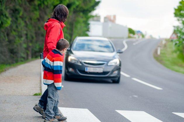 Fra barnas perspektiv: Hvor høy du er er viktig for hvordan du oppfatter trafikken. – Fremtidens Østfold-byer og tettsteder skal planlegges med tanke på barnas behov, skriver Line Henriette HoltenHjemdal.