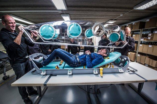 Suksessgründer Bård Eker og teamet i Torsnes løser store og små problemer med design. Her illustrert med deres «katastrofe-kuvøse» EpiGuard. Nylig fikk Eker og laget hans støtte til en ny, elektrisk og selvkjørende fergesatsing.