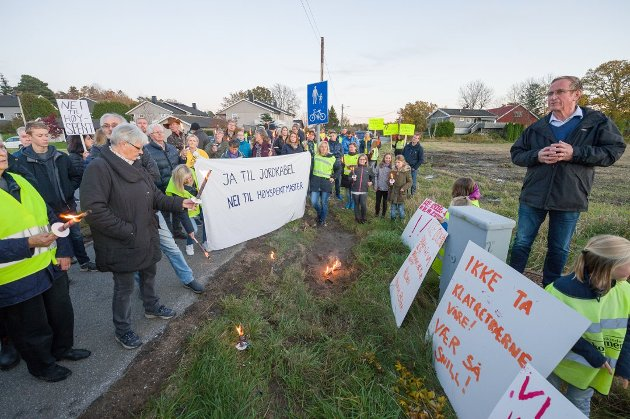 En seier for lokalsamfunnsutvalget: Hans Ek (Sp) og bystyreflertallet sørget for at det blir lagt jordkabel over hele Kråkerøy. Det kan koste Fredrikstad over 70 millioner. (Arkivfoto: Jan Erik Skau)
