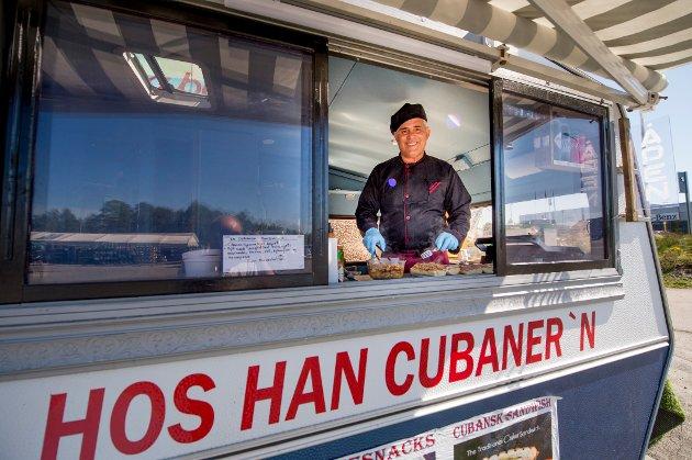 I LUKEN: Mario Roque trives godt i sin nye matvogn.