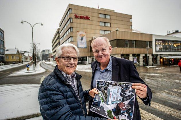 HER VIL DE HA NYBYGG: Går alt som Bøckmann-eier Gunnar Bøckmann og adm. direktør Arild Bekken håper, vil det to etasjer høye bygget langs Bryggeriveien bli erstattet med et 12 etasjer høyt hotelltilbygg.