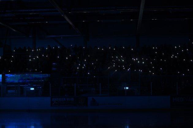 Supporterklubben oppfordret publikum til å lyse med mobiltelefonene sine før kamp. Slik ble resultatet.