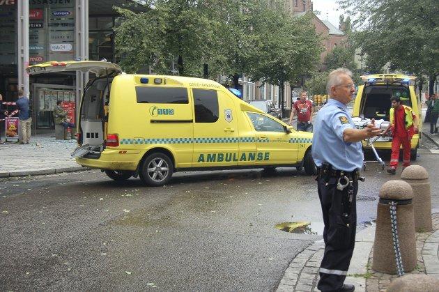 KAOTISK: Ifølge politiet hadde eksplosjonen i regjeringskvartalet krevd syv menneskeliv fredag kveld. Narvik-folk på stedet kan fortelle om kaotiske tilstander i øyeblikkene etter bombeeksplosjonen. På trykk i Fremover lørdag 23. juli 2011.