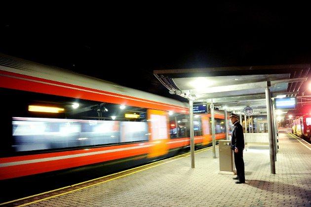JERNBANE: Vestfoldbanen utgjør ryggraden i kollektivsystemet i bybeltet Holmestrand-Skien, påpeker innsenderne - som representerer fylkeskommunen og kommunene.