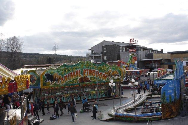 Kongsvinger-marken åpnet fredag med flott vær, god mat, trivelige bod-eiere og tivoli