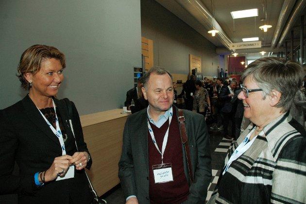 TINGRETT: Hanne Velure t.v. og Olemic Thommessen sier sammen med åtte andre stortingsrepresdentanter fra Høyre, nei til forslaget om å avvikle tingrettene slik et utvalg nylig fremmete forslag om. (T.h. Mari Botterud fra Øyer).