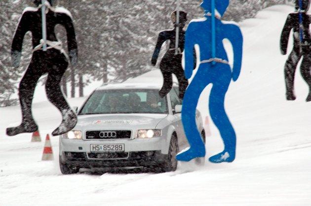 Obligatorisk kjøreopplæring bør bli godkjent fravær i videregående skole, mener Ludvig Bjørnstadhaugen.