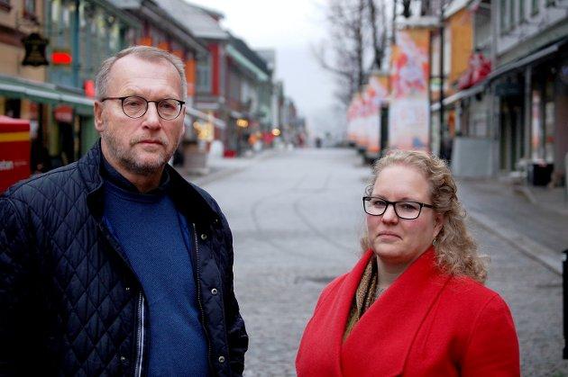 TUNGT: Sentralstyremedlem i KrF, Hilde Ekeberg, og tidligere fylkesleder i Oppland, Morten Halling, må se langt etter gløden som preget KrF med Knut Arild Hareides utfordringer.