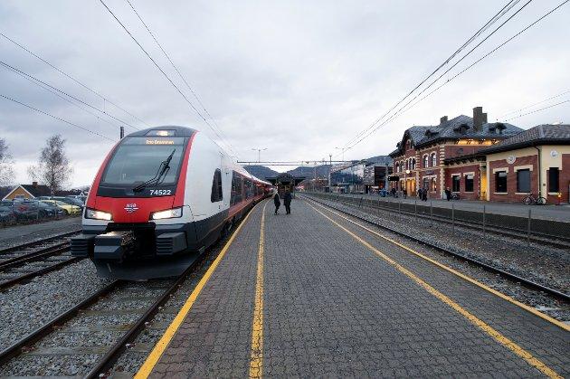 USIKKER FRAMTID: LO-tillitsvalgte i Innlandet reagerer på Regjeringens vedtak om å svekke jernbanedrift og de ansattes arbeidsvilkår.
