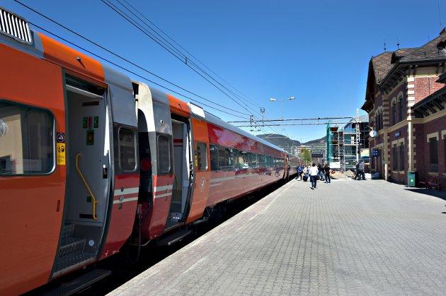 Forbindelse mellom Gjøvikbanen og Dovrebanen ved Moelv stasjon kan bli godt alternativ til dobbeltspor Hamar-Moelv, mener Jo Heringstad. Foto: Torbjørn Olsen