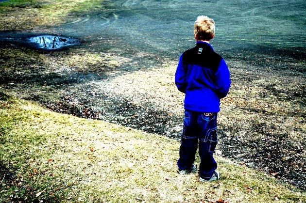 DAGLIG KRISE: Barn og unge som utsettes for vold og overgrep eller som sliter hjemme er i daglig krise, skriver Knut Storberget. Har fylkesmannen nok ressurser og tilstrekkelig kompetanse til å forebygge det han sier kan ramme tusenvis av barn og unge i Innlandet?Illustrasjonsfoto