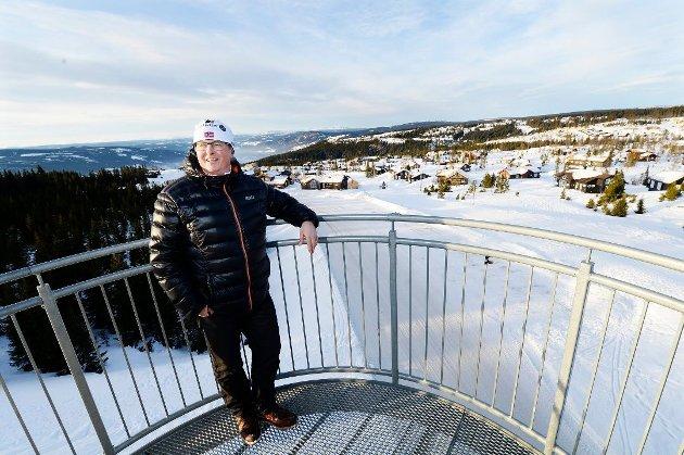 BALANSEKUNST: Stein Plukkerud har vært i kommunestyret i Øyer siden 2015, samtidig som han er sentral i flere utviklingsprosjekter i kommunen. I torsdagens møte fortalte han at han trekker seg fra kommunestyret.Foto: Asmund Hanslien