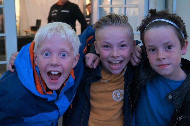 KLASSEKAMERATER: Simen Gårder Gjerdingen (fra venstre), Eirik Sørheim Holter og Cornelius Hjelmerud er alle 10 år og går i 5.klasse på Brandbu barneskole. De var klare for fest.
