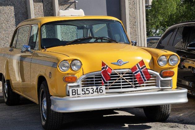17.MAI-BILER: Yellow cab.