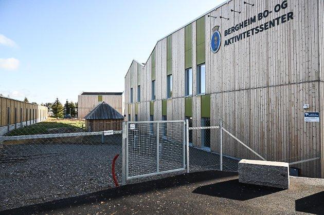 IKKE ROSENRØDT: Nils Sagstuen i Pensjonistpartiet er ikke fornøyd med forholdene på Bergheim bo- og aktivitetessenter.