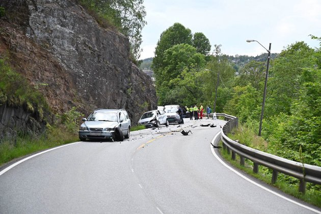 Ulykke Iddeveien. Flere biler involvert i ulykke på Iddeveien 4.7.2019.