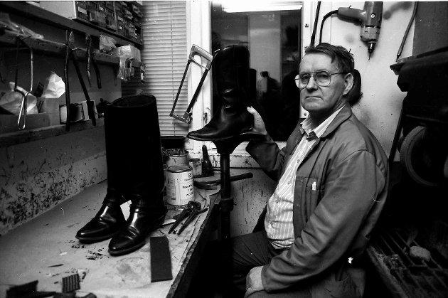 Skomaker Nersund i arbeid 1990