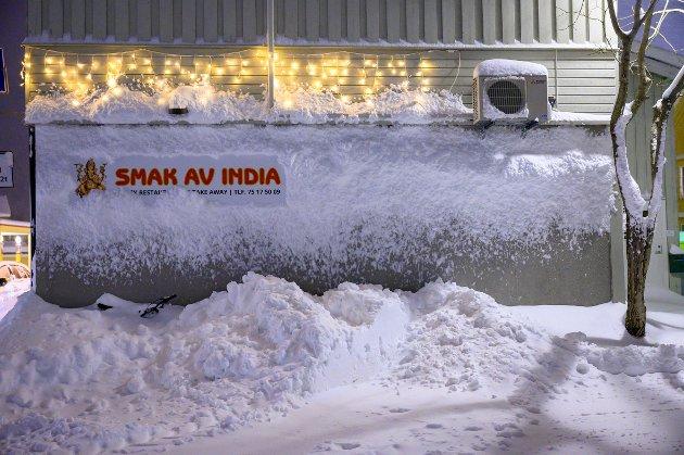Sikkert godt å komme inn i varmen og spise indisk mat etter en spasertur i vinterlandskapet.