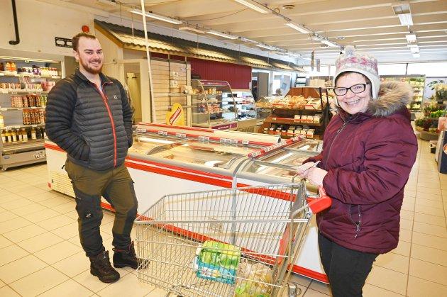 Mathias Vatnan (29) og Elisabeth Larsen (57), Hattfjelldal – Jeg synes det har gått bra, sier Elisabeth, mens Mathias lever som før.  – Jeg driver med jakt og fiske og er ute i skog og mark.