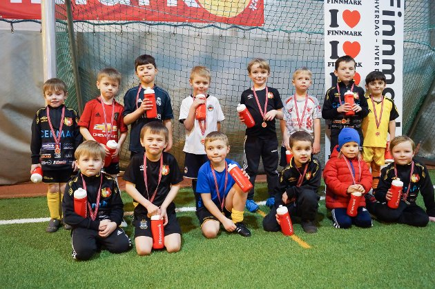 Hif/Stein gutter 2013: Bak fra venstre: Kristian, Millian, Yousef, Liam, Stian, Adrian, Ernestas og Nali. Foran fra venstre: Simon, Berge, Nikolai, Tommy, Samson og Chris.