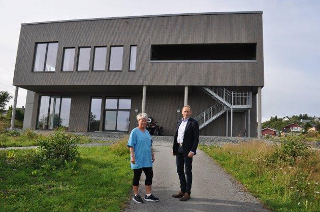 Bente Oldren og Jostein Hanssen på en av de nyanlagte stiene ved nye Kastvollen.