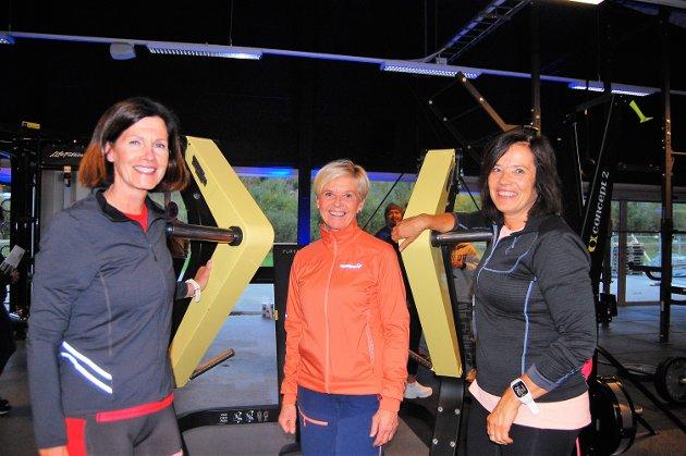 – Her får vi det fint, sier disse tre damene, som er klare til å svette i disse lokalene framover. Fra v. Hilde Grepperud, Ingrid Rogne og Jorun Hovind.