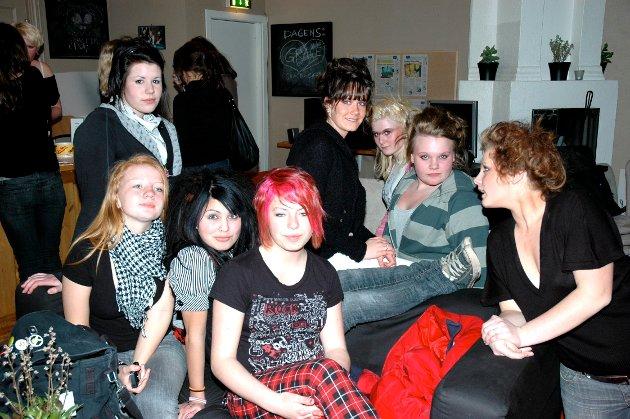 2007: En del av jentene som møtte opp på jentekvelden på Lille Stoppen for å bli sminket og stylet.