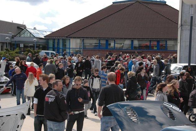 Folksamt på Torgplassen under vårmønstringa i 2010.