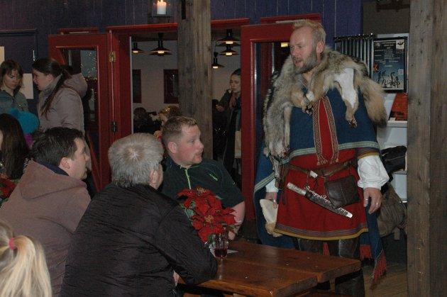 Høvdingen på Borg tok seg tid til å slå av en prat med mange av de frammøtte.