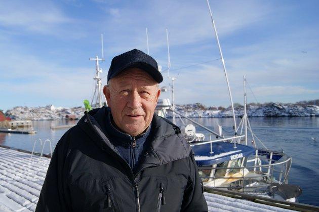 - Jeg står her og selger olje. Fiskerne sier at det er ingen plass det er så god service som hos meg, for jeg er her både lørdager og søndager, sier Fritz Karl Pedersen.