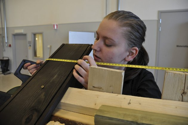 Vestby er med: Elev Sandra Emilie Svendsen ved bygglinjen på Vestby videregående skole.