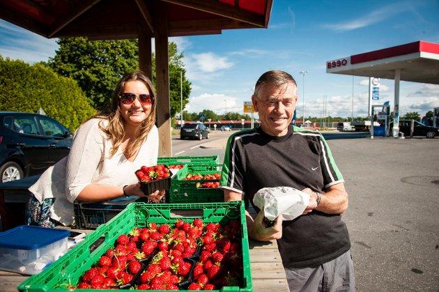2015: Salg av kortreiste sommerjordbær på Bredsand i Rygge.