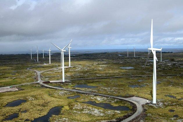 I vinden: Vindmøller og kraftreserver.