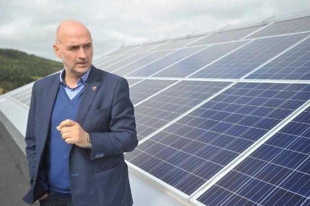SVARER: Overhalla-ordfører Per Olav Tyldum (Sp) svarer på kritikken fra Bondelaget om bruk av dyrkamark til tomt for en mulig batterifabrikk.
