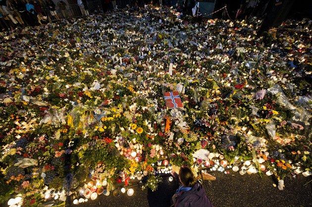 ALDRI NAIVITET: I sin tale 24. juli 2011 i Oslo domkirke sa daværende statsminister Jens Stoltenberg at vårt svar på terrorangrepet var mer åpenhet, mer demokrati men aldri naivitet. I årene etter har vi glemt at vi ikke skulle være naive i møte med ekstreme holdninger og hatytringer.