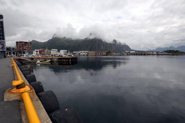 Det virker som om regjeringen ikke har til hensikt å følge opp sine egne mål om overføring av mer gods fra vei til sjø, skriver Ingalill Olsen (Ap).