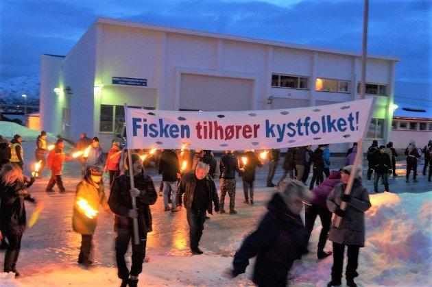 Vil det rødgrønne regjeringsalternativet godta ytterligere  liberalisering av trålerpliktene, spør Rødts førstekandidater i Nord-Norge.
