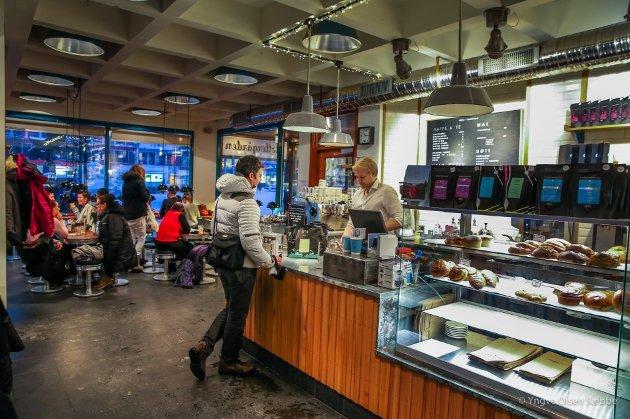 GOD KAFFE: Kaffebønna er svært populær og et velkjent innslag i manges hverdag. Arkivfoto: Yngve Olsen Sæbbe