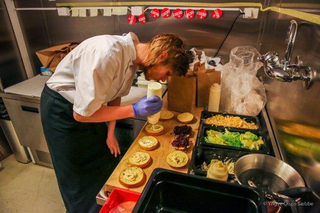 PÅ TOPP: Burgr serverer Tromsøs beste burgere, mener Vann og Brød. Nå har de omsider også fått frityrkoker, som seg hør og bør på en burgersjappe.