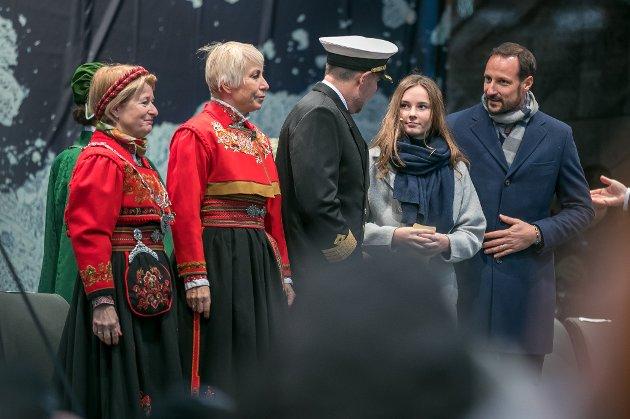 Fra venstre: Anne Husbekk, rektor ved Universitetet i Tromsø, Sissel Rogne, direktør ved Havforskningsinstituttet, kaptein Johnny Peder Hansen, prinsesse Ingrid Alexandra og kronprins Haakon.