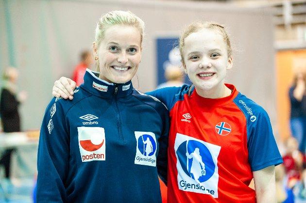 Mentor Marit R. Jacobsen og maskot Eline M. Tønsberg.